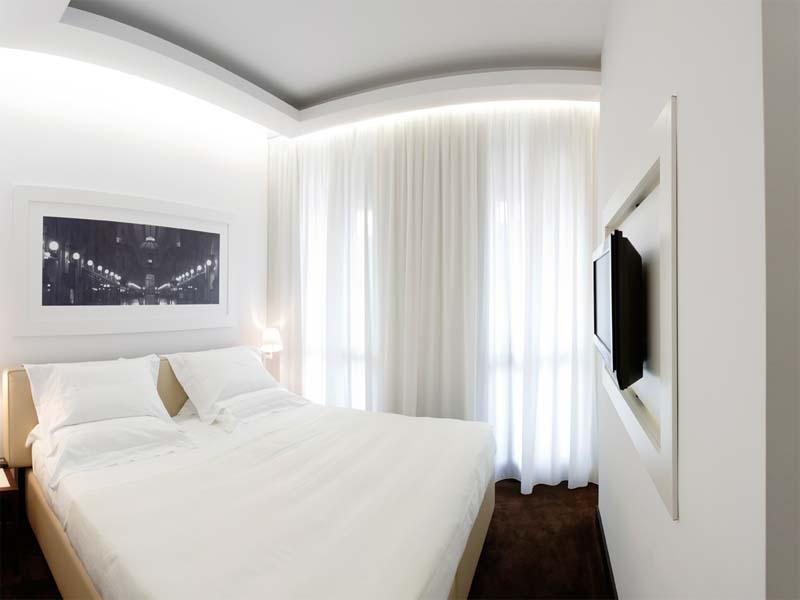 Фото домработница дает в попу в спальне 13 фотография