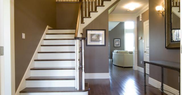 лестница в интерьере загородного дома фото