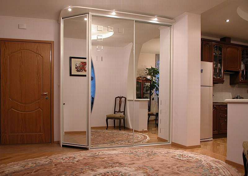 комната для двоих детей и родителей фото