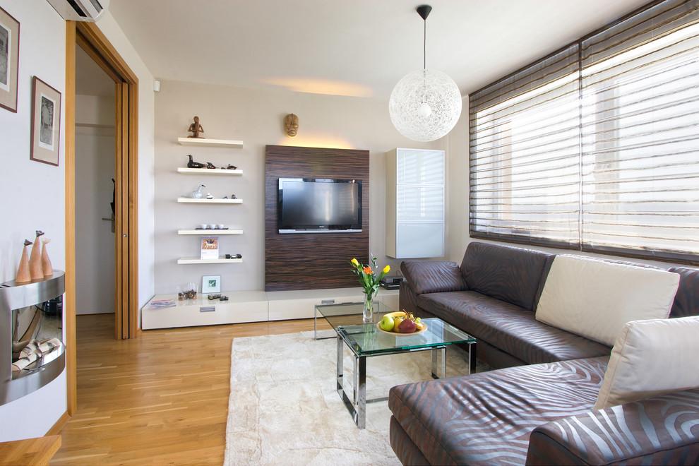 Интерьер гостиной фото с телевизором на стене