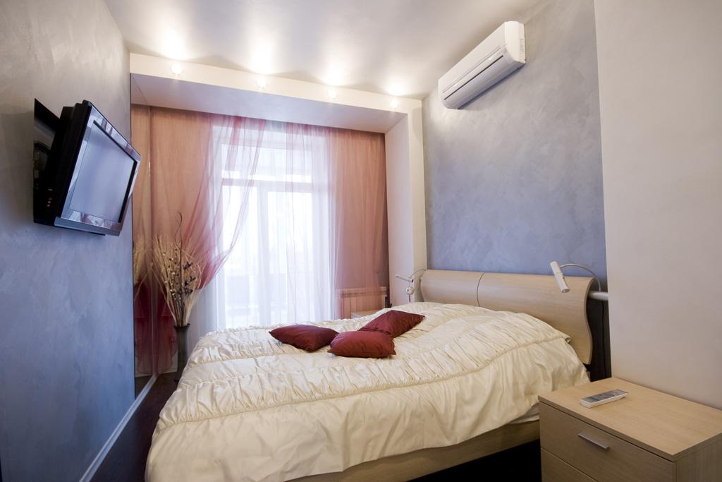 Дизайн узкой спальни.