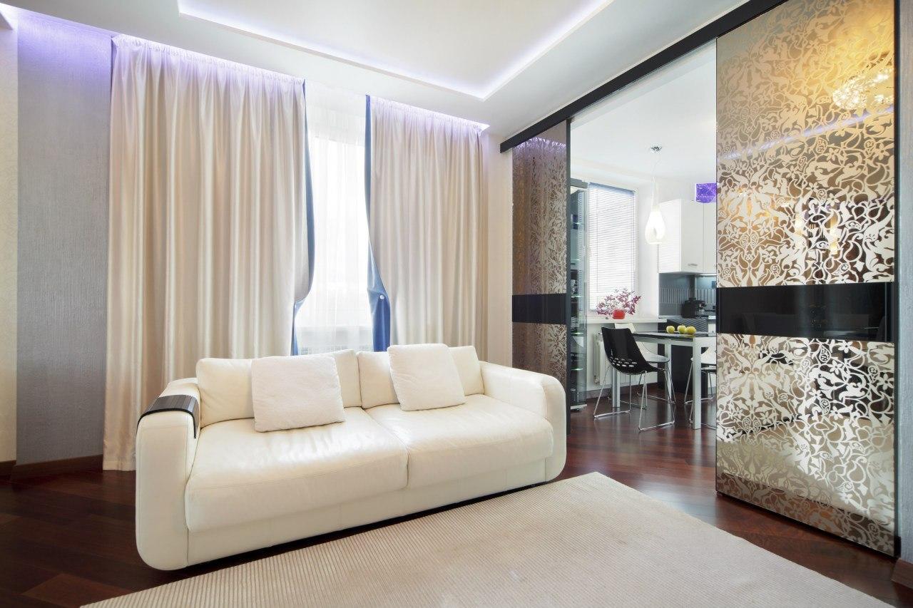 Кухня-гостиная с раздвижными дверями дизайн
