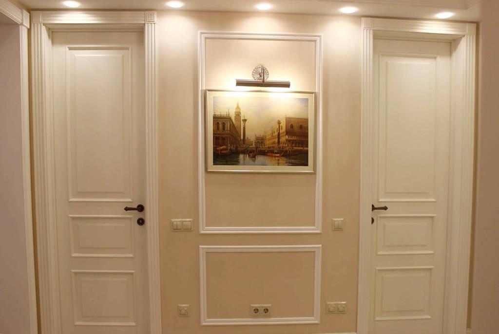 Обои в прихожую в интерьере под светлые двери: фото, дизайн .