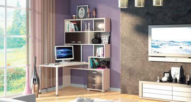 угловой компьютерный стол с полками и ящиками фото
