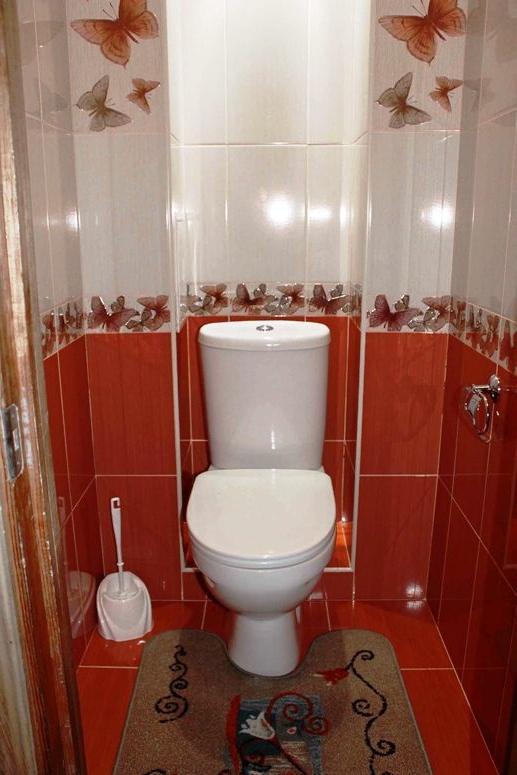 Отделка туалета комнаты плиткой дизайн