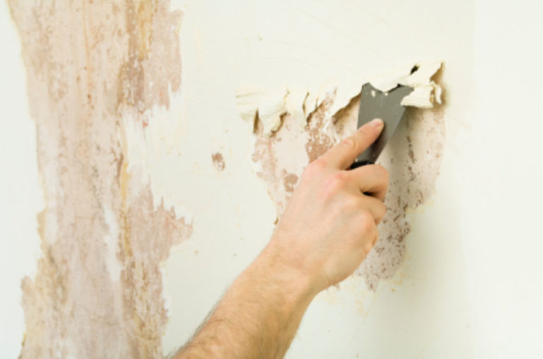 как убрать старенькые обои со стенки легко
