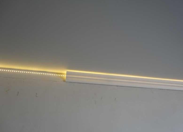 Как сделать плинтус с подсветкой на потолке 887