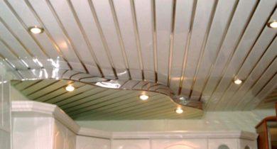 потолок из пластиковых панелей на кухне фото дизайн