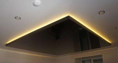 двухуровневый потолок из гипсокартона и натяжной с подсветкой фото