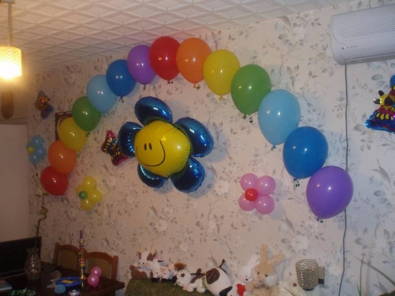 Как украсить комнату шариками